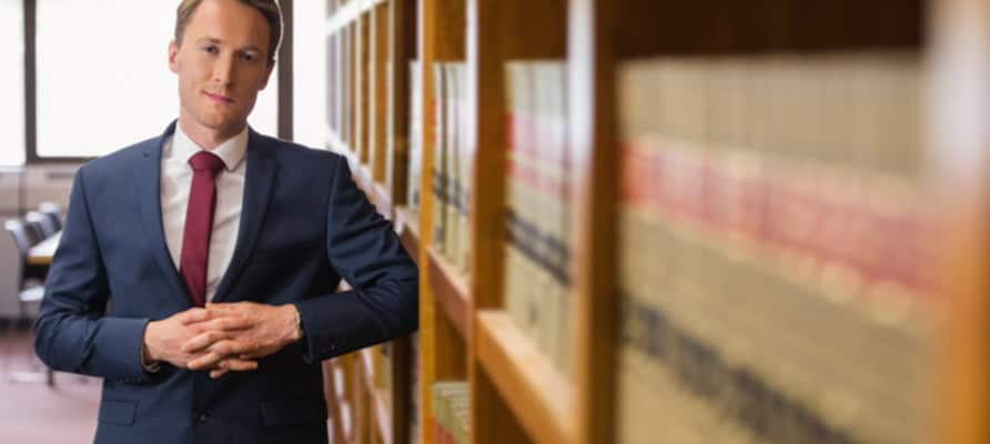 estudiar cursos de derecho online o a distancia